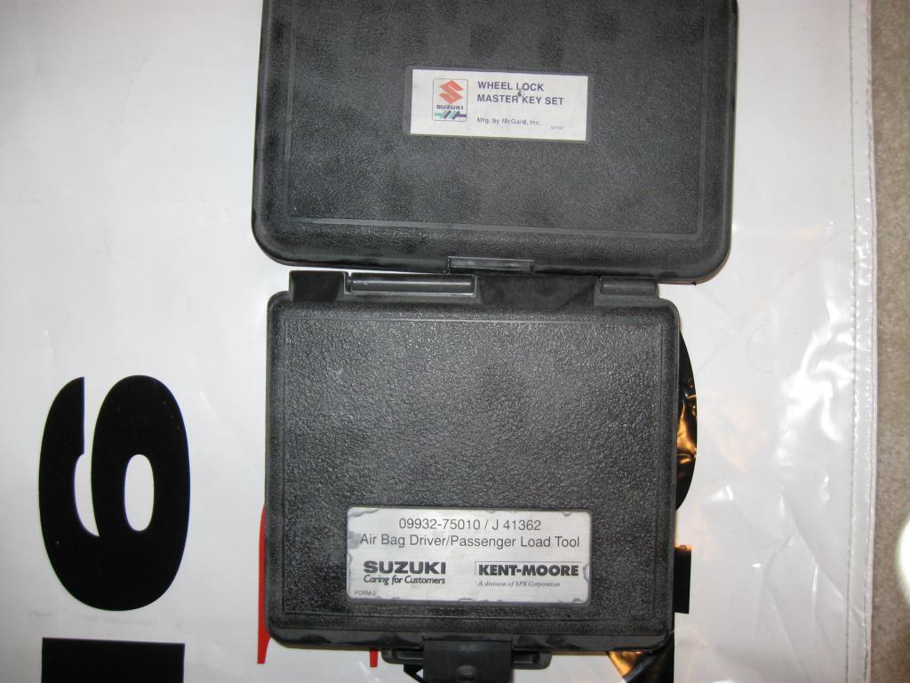 Suzuki Wheel lock key set and Airbag tester-009.jpg