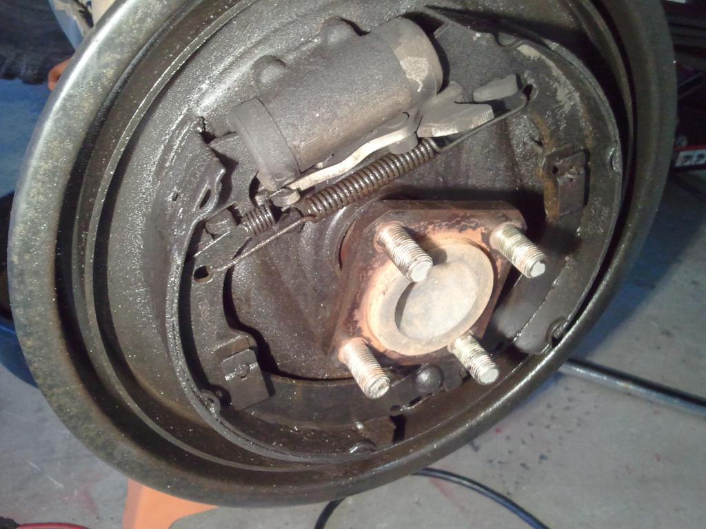 Help! A lot of oil leaked from rear wheel.-2011-05-22-19.46.01.jpg