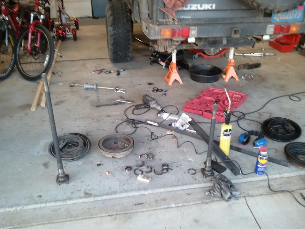 Help! A lot of oil leaked from rear wheel.-2011-05-24-19.41.27.jpg