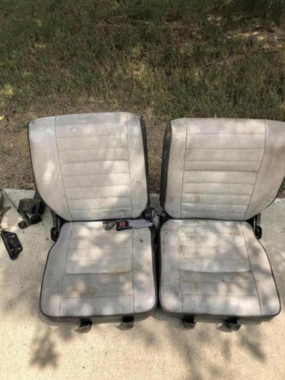 87 Suzuki samurai rear seats-a95ca9f7-c5a8-4cdf-811c-c06d592ec668_1535035555693.jpg